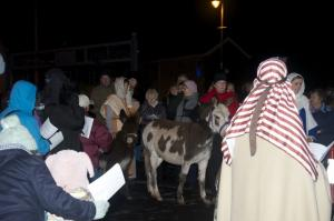 008-Leaving-their-home-to-go-to-Bethlehem-800x531