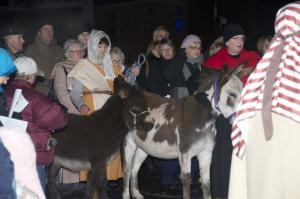 009-Leaving-their-home-to-go-to-Bethlehem-800x531